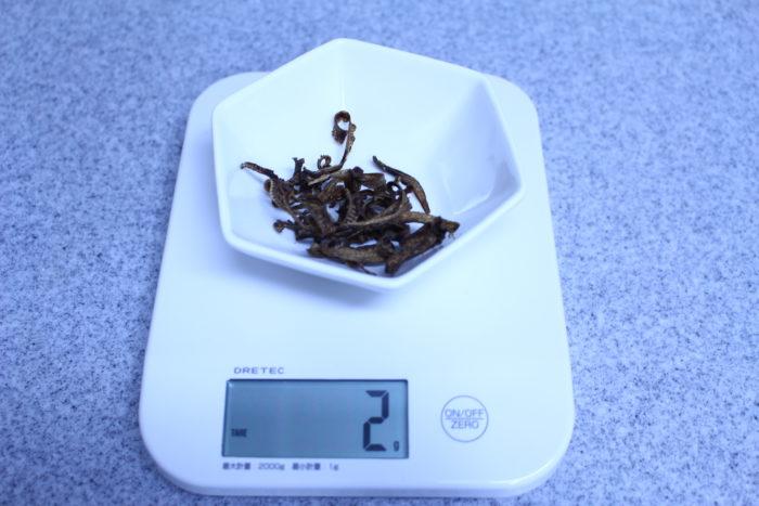1. ごぼう茶を2gほど用意します。量はお好みで構いません。