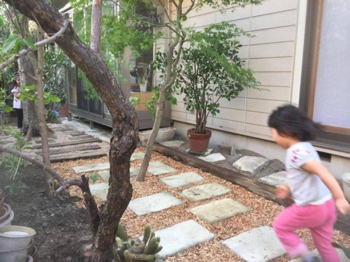 荒れていた庭が明るいスペースへ変身し、小さい子どもが走り回れるほどスッキリしました!