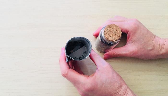 6. 育苗ポットの完成です。底がうまく安定しなくても、土を入れれば土の重みで安定します。