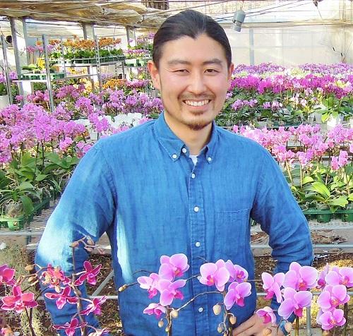 1980年生。㈱FAJにて研修後、家業であるミディー胡蝶蘭生産農家「椎名洋ラン園」に就農。生産から企画、販売に至るまでを担当し、洋ランのあらゆる可能性を提案。高嶺の花ではない、身近で親しみやすい胡蝶蘭の普及を目指す。
