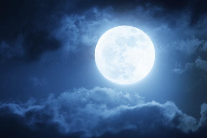 12ケ月ごとの呼び方以外にも、ブルームーンやブラッドムーン、スーパームーンなど満月には素敵な名前がいくつかあります。聞いたことはありますか?