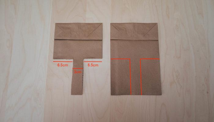2. 持ち手の幅を決めます。今回は 3cm にします。ヨコ幅 16cm のクラフト袋なので、持ち手の幅 3cm を残すと、左右はそれぞれ 6.5cm ずつ切り取ることになります。 3. クラフト袋をちょうど底部が上にくるように置きます。写真のように、ちょうどアルファベットの T の文字になるように鉛筆などで薄く線を引き、クラフトはさみでカットします。ストック、スイトピーを飾ります。