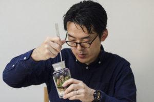 苔のテラリウムを中心としたインテリアグリーンの作成・販売を行うFeel The Garden代表。苔のテラリウムワークショップを累計2,000名以上に実施。第19回国際バラとガーデニングショー(2017年5月12日~17日 主催:毎日新聞社 NHK スポーツニッポン新聞社 来場者数約18万人)に苔のテラリウム講師として招待される。新宿伊勢丹カルチャーサロン 苔のテラリウム講座開講 等 TV出演 NHK おはよう日本、日本TV シューイチ、フジテレビ にじいろジーン等
