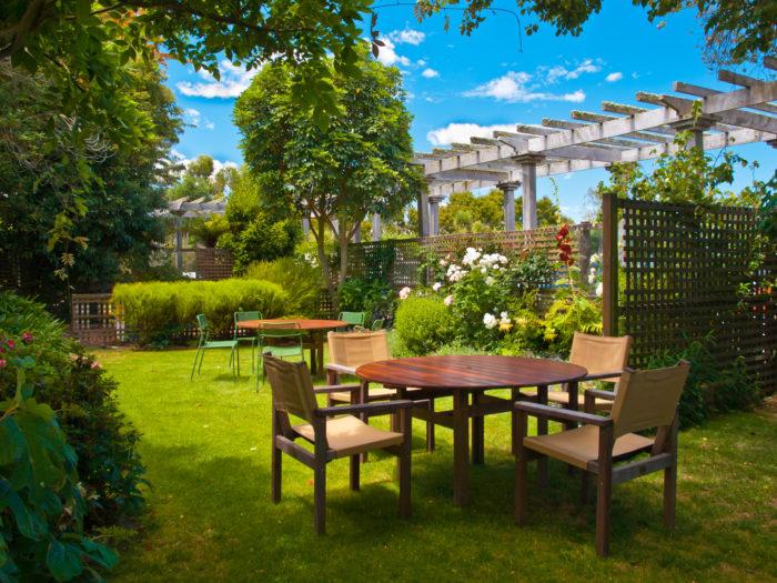 シェードガーデンとは、日陰または半日陰の庭を指します。