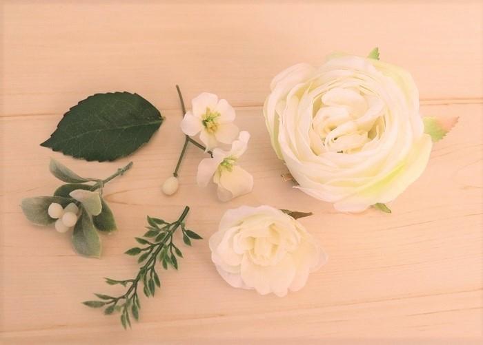 お好みのアーティフィシャルフラワー  主となる大き目の花、副となる小さめの花、小花、実、葉などがあると良いです。