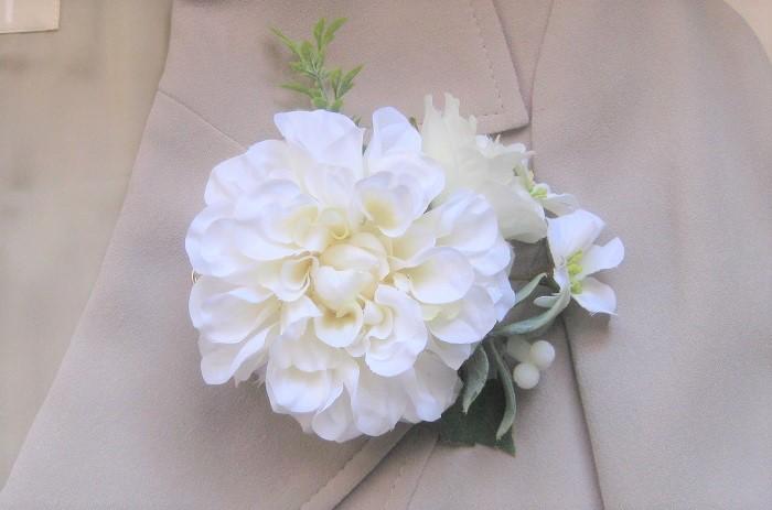 主となる大きめの花をダリアに変えると、また違う雰囲気になります。