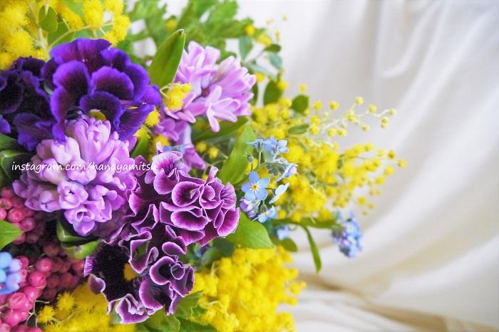 春のお花はとても瑞々しくて、エネルギーも香りもいいのが特徴です。春しか出会えない魅力的なお花たちを紹介します。自宅に飾っても、プレゼントにしても。  春だけの心地好い植物のエネルギーを、見て、触れて、香りを楽しんで、体いっぱい感じてください。
