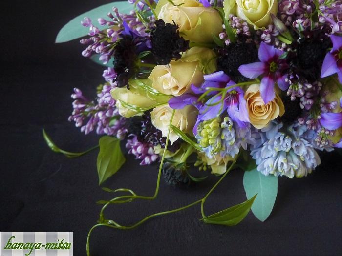 ライラックの花は、ちいさなちいさなお花が集合して一つのお花になっています。