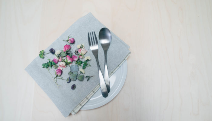最後に、メイドインジャパン、国産ブランドのご紹介! カトラリーを中心とした金属製洋食器の生産で日本国内シェアがダントツに高い新潟県燕市。同市にある製作所とのコラボレーションにより実現した「TSUBAME(ツバメ)」シリーズは、ナチュラルキッチンのカトラリーの中でも大人気の商品です。プチプラで購入できる上に、長い間使っていても飽きのこないデザイン。その優れた品質とデザインは食卓にほっこりとした幸せを運んでくれます。