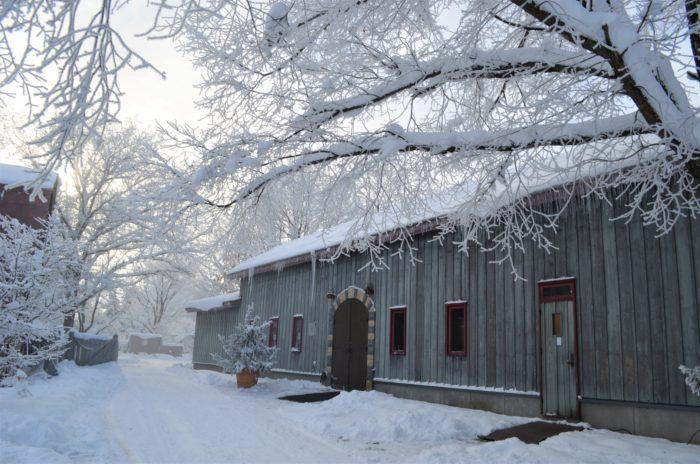 冬期間も営業しているので、銀世界に囲まれたNAYA cafe'[ナヤカフェ]で心も体も温まることができます。