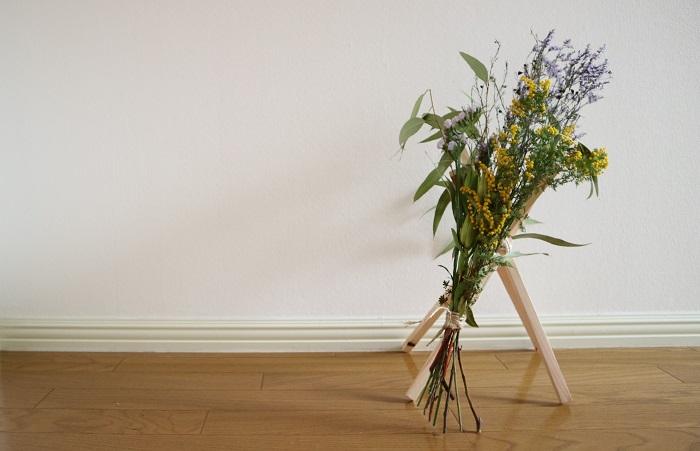 """今回のスワッグのテーマは""""彩り""""。 編集部でドライになってきたお花の色の様子をお届けします。"""