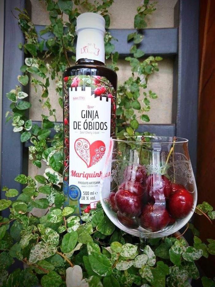 ジンジーニャは、ポルトガル産のさくらんぼで作られるアルコール18度のお酒。とろっと甘い口あたりが癖になりそうなリキュールです。
