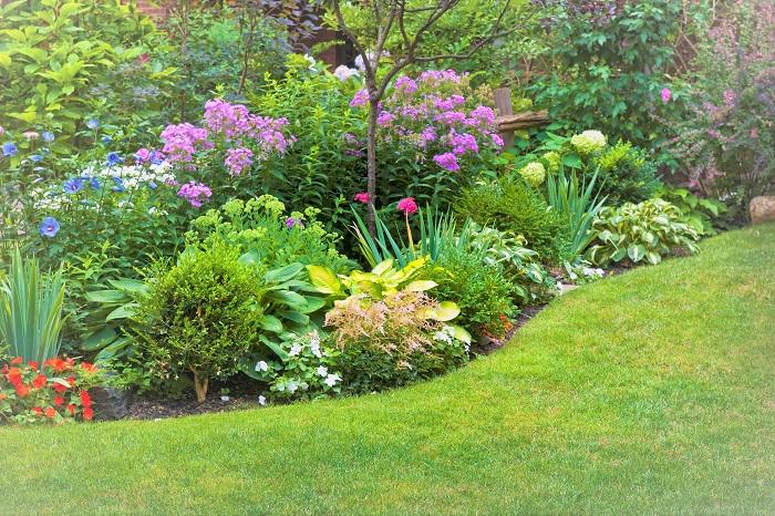 もし広いお庭をDIYで作り上げていこうと決めたなら、事前に計画を立てることが大切です。時間をかけて作っていく予定であれば尚更です。作業をしている時々の気分で一貫性のないお庭になってしまう可能性もあります。