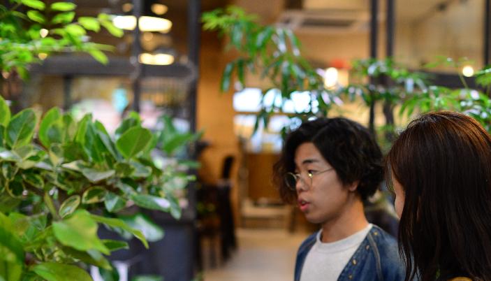 グリーンコーディーネーター 杉澤康平さん  新しいお家に引っ越すきっかけで気分一新!植物を取り入れた心地良いライフスタイルをご希望されるお客様に、素敵なご提案をしてくれるグリーンコーディーネーターの杉澤康平さん。