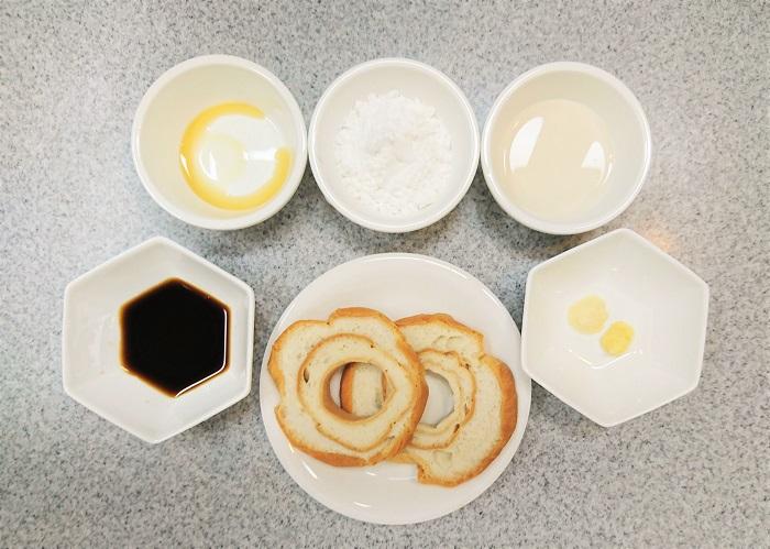 通常の食欲の大人二人分の材料です。食欲旺盛な方、育ち盛りのお子様、これだけでお腹いっぱいにしたい方は、量を増やしてください。  ・車麩 2枚  ・aおろしにんにく 小さじ½ ・aおろししょうが 小さじ½ ・aアーモンドミルク(無糖) 大さじ1 ・a醤油 大さじ1 ・aゴマ油 少し  ・片栗粉 適宜  ・菜種油(揚げ油