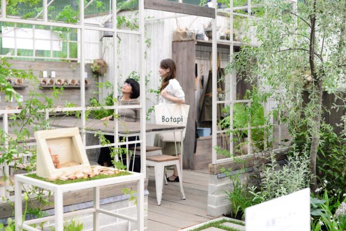 中に入ってのんびりと過ごせるような、ガーデンの展示もあります。