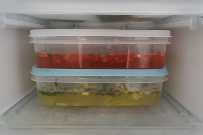 冷めてから冷凍庫に入れます。