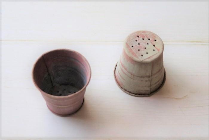 ・植え替える器 ・土(市販のサボテン用の配合土など) ・カラーサンド ・ピンセット