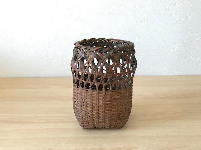 今回使用した籠は蝉かごと呼ばれる日本で古くから愛されている籠を使用しました。  どんな籠でも代用できますのでご自宅にある籠を使ってみて下さいね。