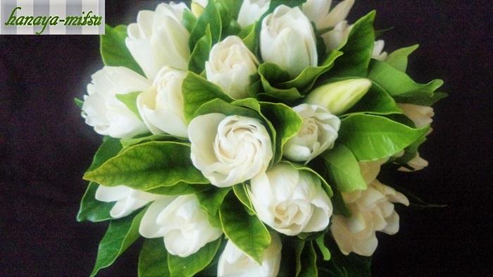 香水の原料にもなっている夏の香りの良いお花の紹介でした。夏には夏の花の香りを纏ってみるのもおしゃれではないでしょうか。香りの良いお花を部屋に飾るだけも、お部屋いっぱいに甘い香りが広がって幸せな気持ちになれますよ。