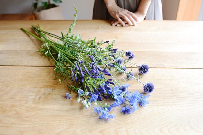 花は、季節を伝えるだけではなく、周りの雰囲気をガラッと変えてくれるので、その時の状況や気分に合わせて自分にしっくりくる組み合わせの色の花を見つけてみませんか?