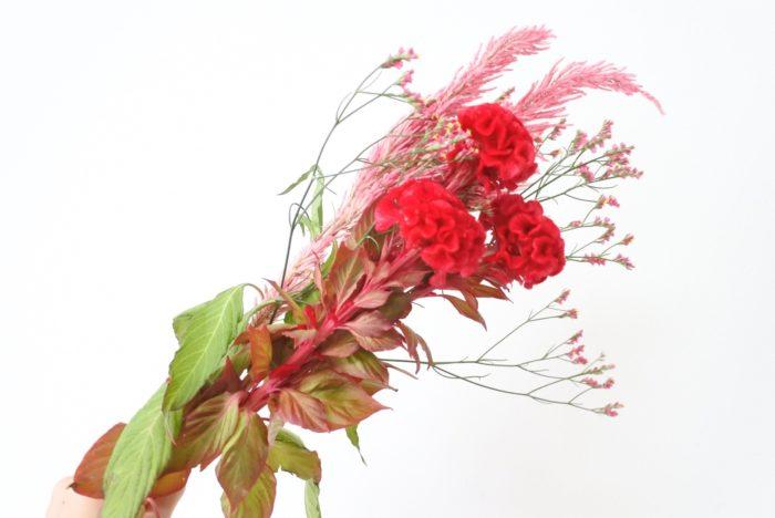 メインの花は真ん中付近の目立つ位置に置くようにするといいですね。