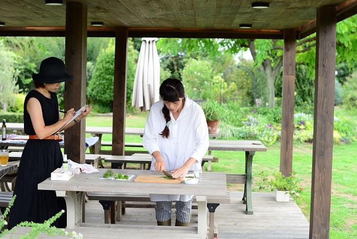 今回、杉井さんにリクエストして寄せ植えのハーブを使って特別に「ハーブソルト」を作っていただきました!