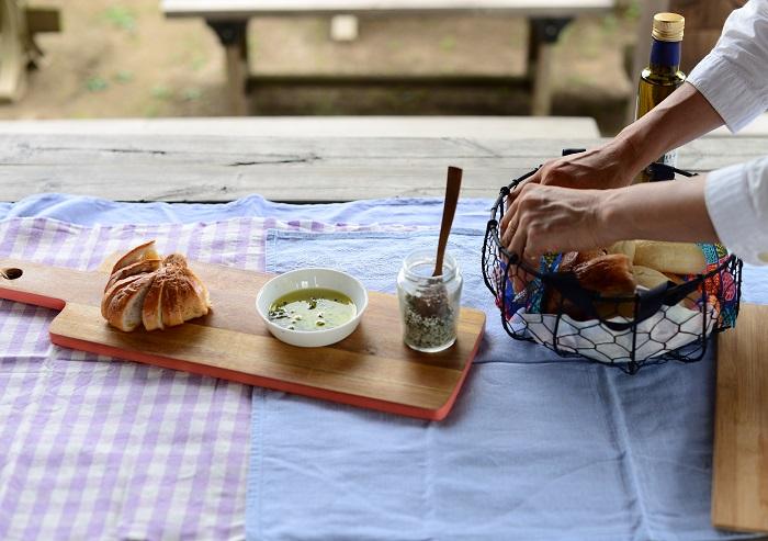 ハーブソルト完成後、杉井さんがさっとテーブルコーディネートをして試食をふるまってくださりました。