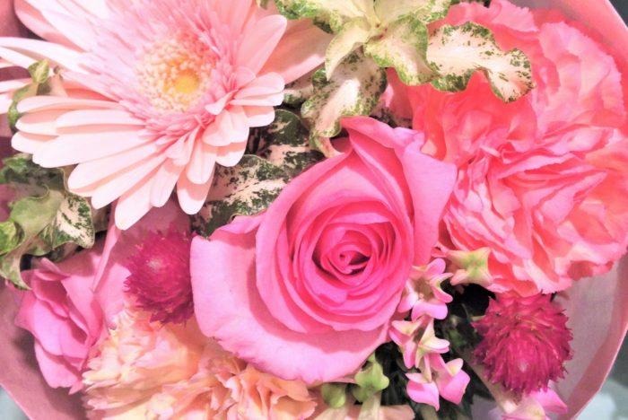濃いピンクと薄いピンクを組み合わせて、メリハリを出すのもおすすめです。