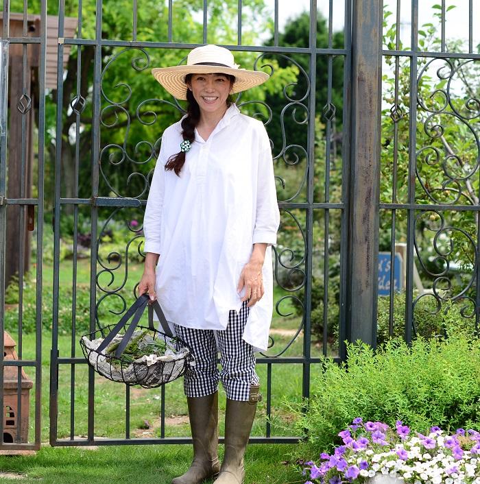 NHK番組「趣味の園芸」「あさイチ・グリーンスタイル」などに出演。2018日本フラワー&ガーデンショウでは、テーマフラワー展示コーナーで紫陽花のお庭をプロデュースされました。2020年東京オリンピック・パラリンピックに向けてのおもてなし花壇のトライアルでは、良い花の称号「ジャパンフラワーセレクション ガーデニング部門」の審査を担当されています。  著書「はじめての小さな庭」他多数。「趣味の園芸」や「ハーブ生活」など様々な雑誌で植物の育て方などを紹介されています。