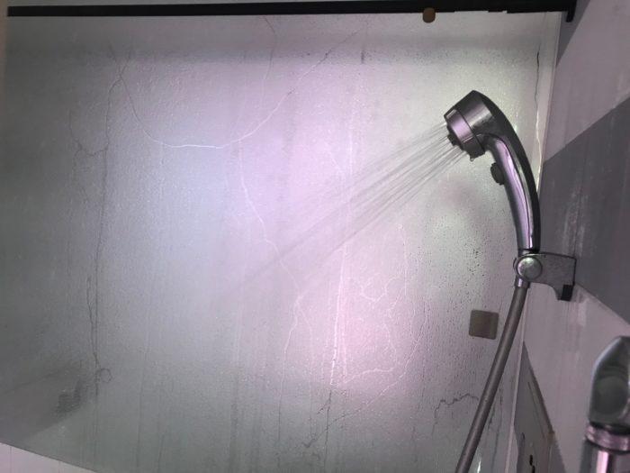 胞子を撒く前に、バスタブに熱めの湯を張り、バスルームを蒸気でいっぱいにし、空気中のカビなどの菌を殺菌してから、蒸気の中で胞子を撒きます。室内を温め蒸気を充満させた部屋を準備しておきましょう。