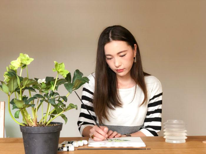 実物をみて葉脈の線一本一本まで丁寧に描いていく大和田さん。出来上がった原画を見た時は編集部一同感嘆のため息が。ぜひ表紙のイラストに注目していただければ。