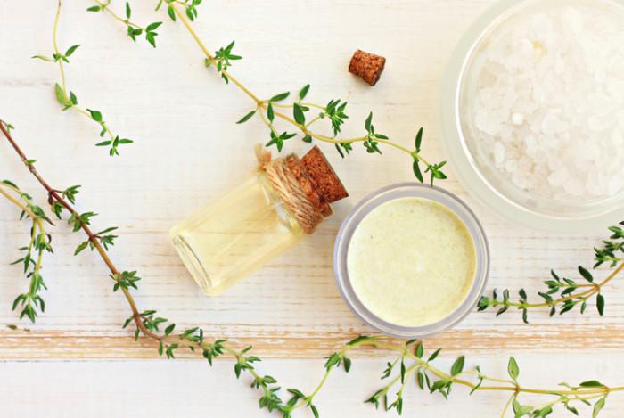 現在でもタイムは、料理やハーブティー、アロマテラピーの精油、口内清涼剤、歯磨き粉や石鹸の香料などに幅広く使われています。