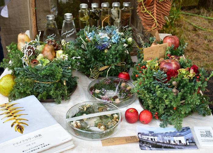 東京目黒区のatelier cabaneさん。  クリスマスを彩る植物アイテムがとても美しかったです。このアイテムが一つあるだけでもう、クリスマスのテーブルコーディネートができちゃいますね。