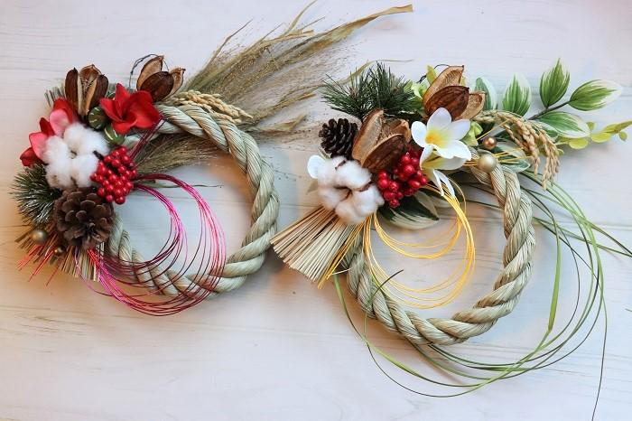これは、ドライフラワーとアーティフィシャルフラワーをミックスして作ったしめ縄飾りです。ドライフラワーは長野の田舎から送ってもらったウバユリを使っています。