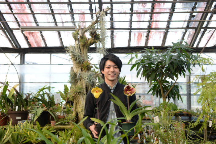 ランの具体的な育て方を監修して下さったのは自宅で温室の栽培・育種をし、ランの本も出版している清水柾孝(しみずまさたか)さん。ランは種類が多いため、代表的な品種別に基本の育て方を掲載しています。