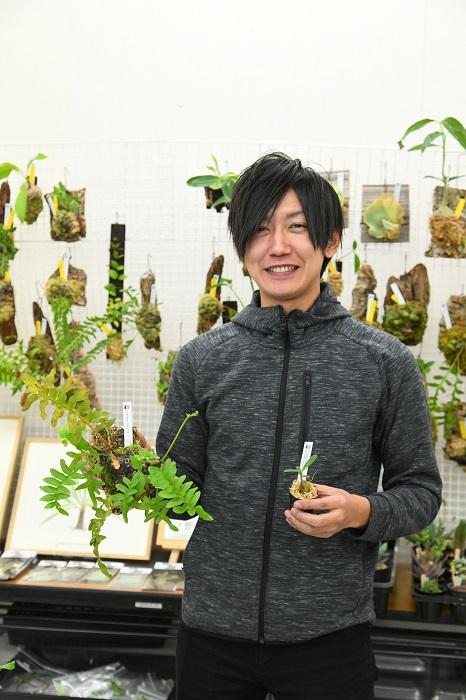 LOVEGREENとBotapiiの販促プランナーを努める伊藤彰洋もグリーンサミットブースに参加。 扱うのはもちろん、アリ植物!