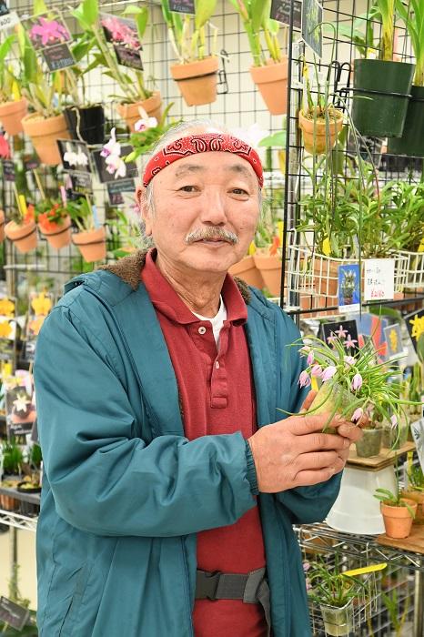 人気のカトレアからプレウロタリスなどの変わり種まで幅広く扱うラン園。園主、松本正昭さんの植物に対する情熱と、独特の語り口にはファン多数。