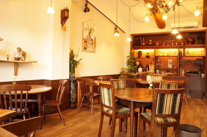 渋谷園芸練馬本店には、「カフェレストラン樹藝夢」も併設されています。渋谷園芸社長が海外で購入されてきたアンティーク雑貨や、社長の描かれた絵も飾られていてとても素敵な落ち着いたお店です。  今回の取材場所としてもご協力いただきました。