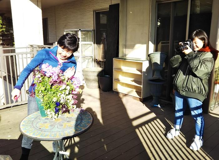 園芸店やカルチャーセンターなどで、寄せ植えやハンギングバスケットの講師をしています。渋谷園芸のスタッフとして店頭で植物のアドバイスを行ったり、ディスプレーや販売用のコンテナを作ったりもしています。