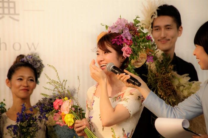 「すっっっごく幸せ!前田さんのお陰でもっと花を好きになりました」 幸せそうな笑顔でそう答えてくれた明里さん。これからも花と一緒にたくさんの思い出を重ねていってください。