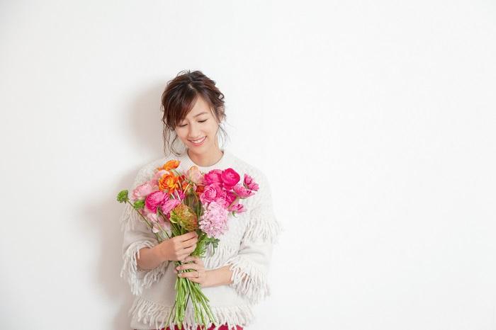 前田さんの好きな花の一つであるラナンキュラス。前田さんが感じるラナンキュラスの魅力は、色、形、種類の多様さです。たくさん種類のあるラナンキュラスの中から、好きなものを見つけてほしいと言います。  ラナンキュラスの幾重にも重なる花びらのように、「衣装に花を」「皆様には思い出を」重ねていってほしいと、フラワーランウェイへの想いを語ってくれました。