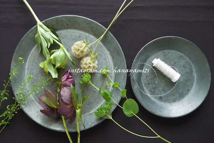 ブプレリウム ナズナ ステルンクーゲル クリスマスローズ デザイナーズワイヤー タコ糸や麻ひもでももちろん問題なく作れます。デザイナーズワイヤーを選んだ理由は、とても細いのでしっかりと植物の茎を括ることが出来るということと、飾って絵になるからです。