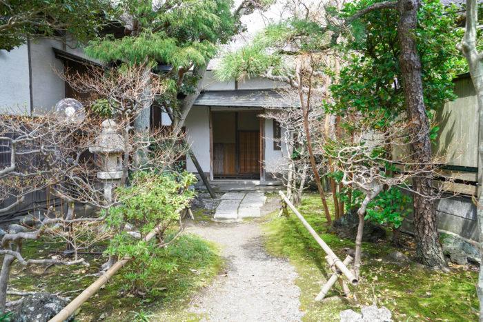 大佛茶廊の玄関前