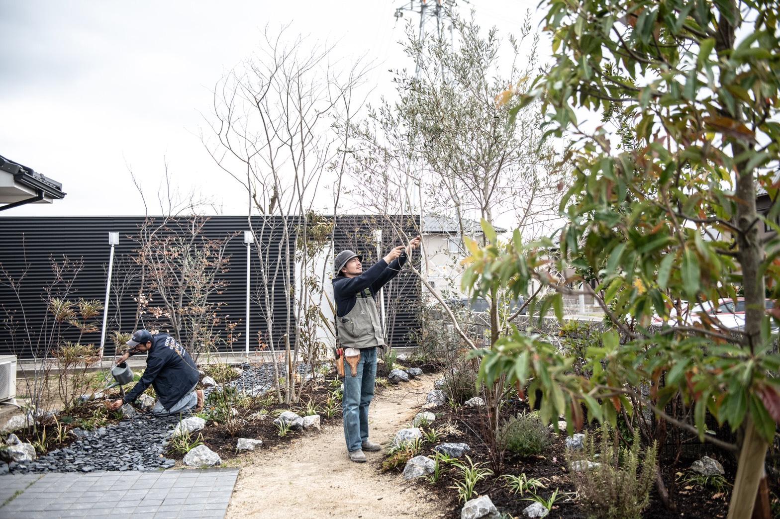 GREEN DESIGN EN'Sさんは、植物との生活「GREEN LIFE」をコンセプトにした庭づくりを手掛ける造園会社。生活する庭・眺めたくなる庭・遊べる庭・収穫のできる庭、そして「そこで暮らす人と歳をとっていけるような庭」づくりをお手伝いしてくれます。