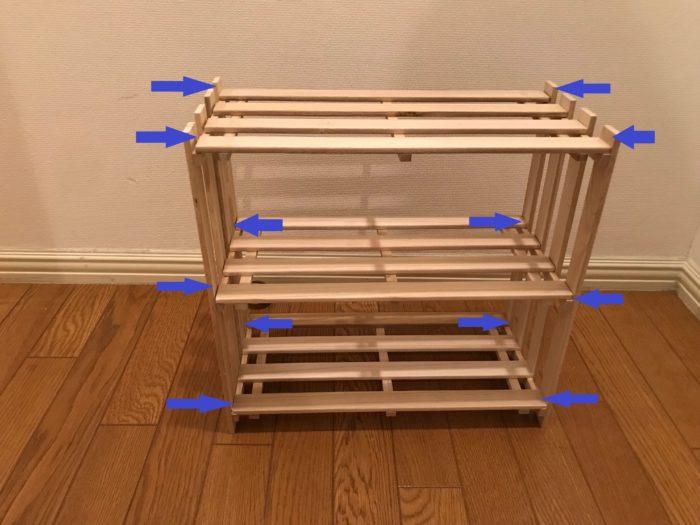 ネジを止める位置は青い矢印の位置に12か所に外側から止めて行きます。ネジで止めたらラックの半分が完成です。