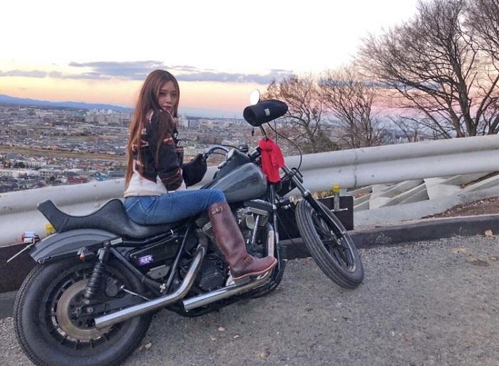 写真提供:市原璃彩 オートバイが好きで、ハーレーに乗っています。日帰りでツーリングに行ったりもします。ダンスや体を鍛えることも好きです。