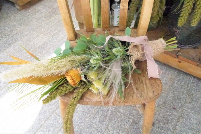 おすすめは、イベントには必ず用意してくるというスワッグ。秋の花材でその場で作ってもらえます。