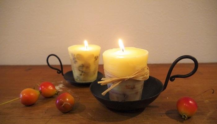 金木犀(キンモクセイ)の花を入れてキャンドルを作ってみませんか。