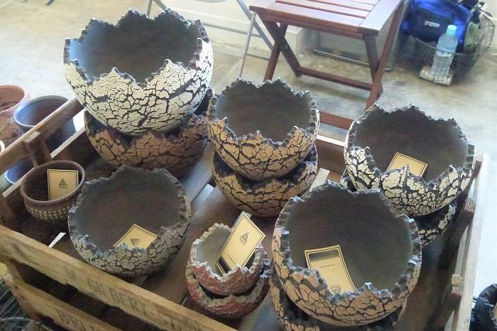 恐竜の卵のようなフォルムと柄が可愛い、Konect.Tokyoさんの鉢です。色やサイズも種類が豊富に揃っています。